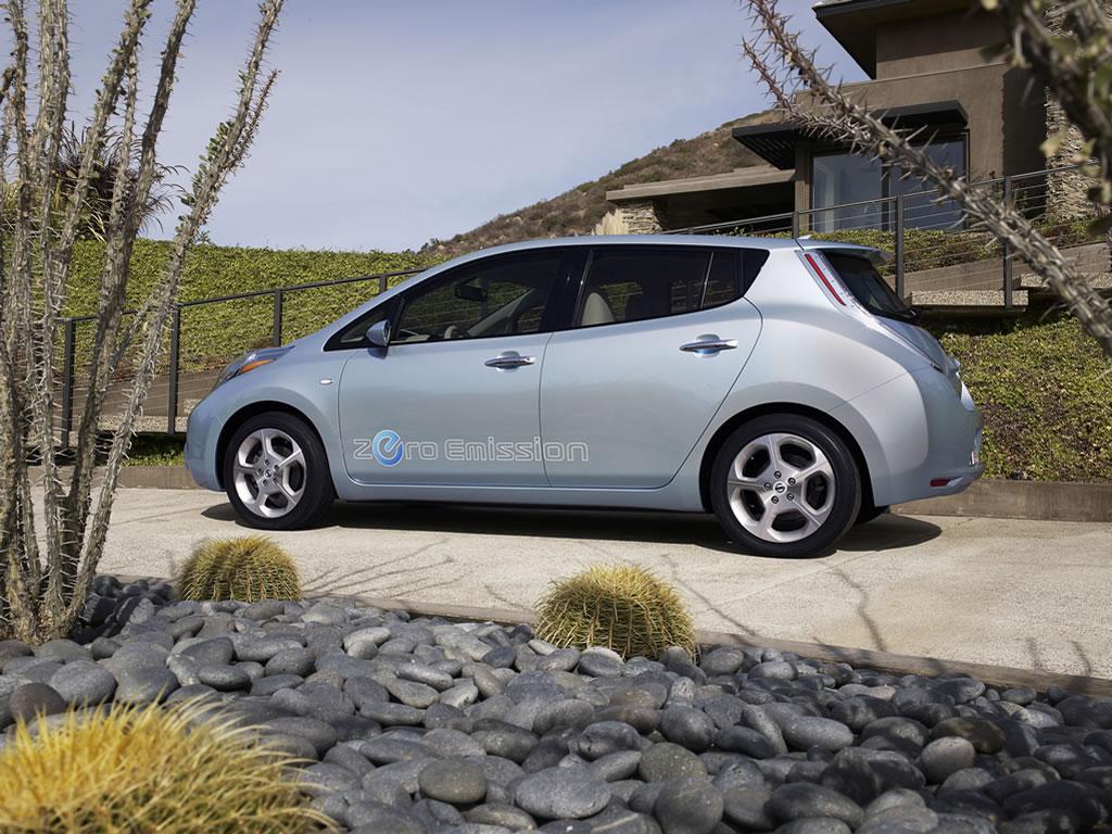 El auto totalmente eléctrico Nissan Leaf costará desde 25,280 ...