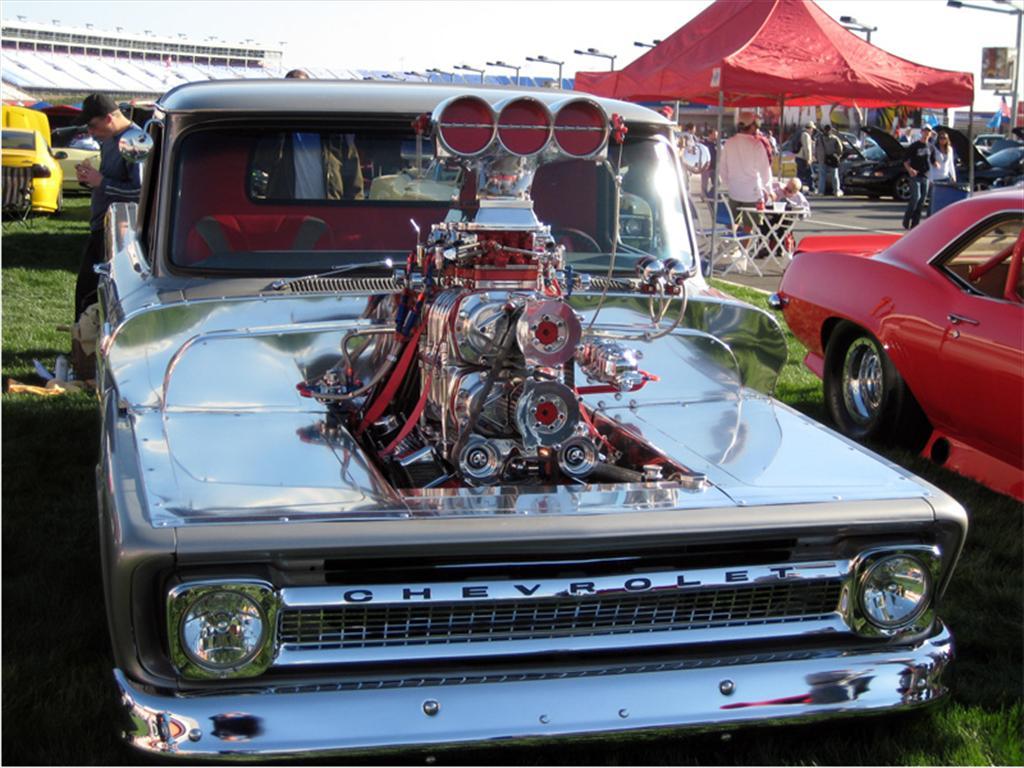 biggest engine truck - photo #19
