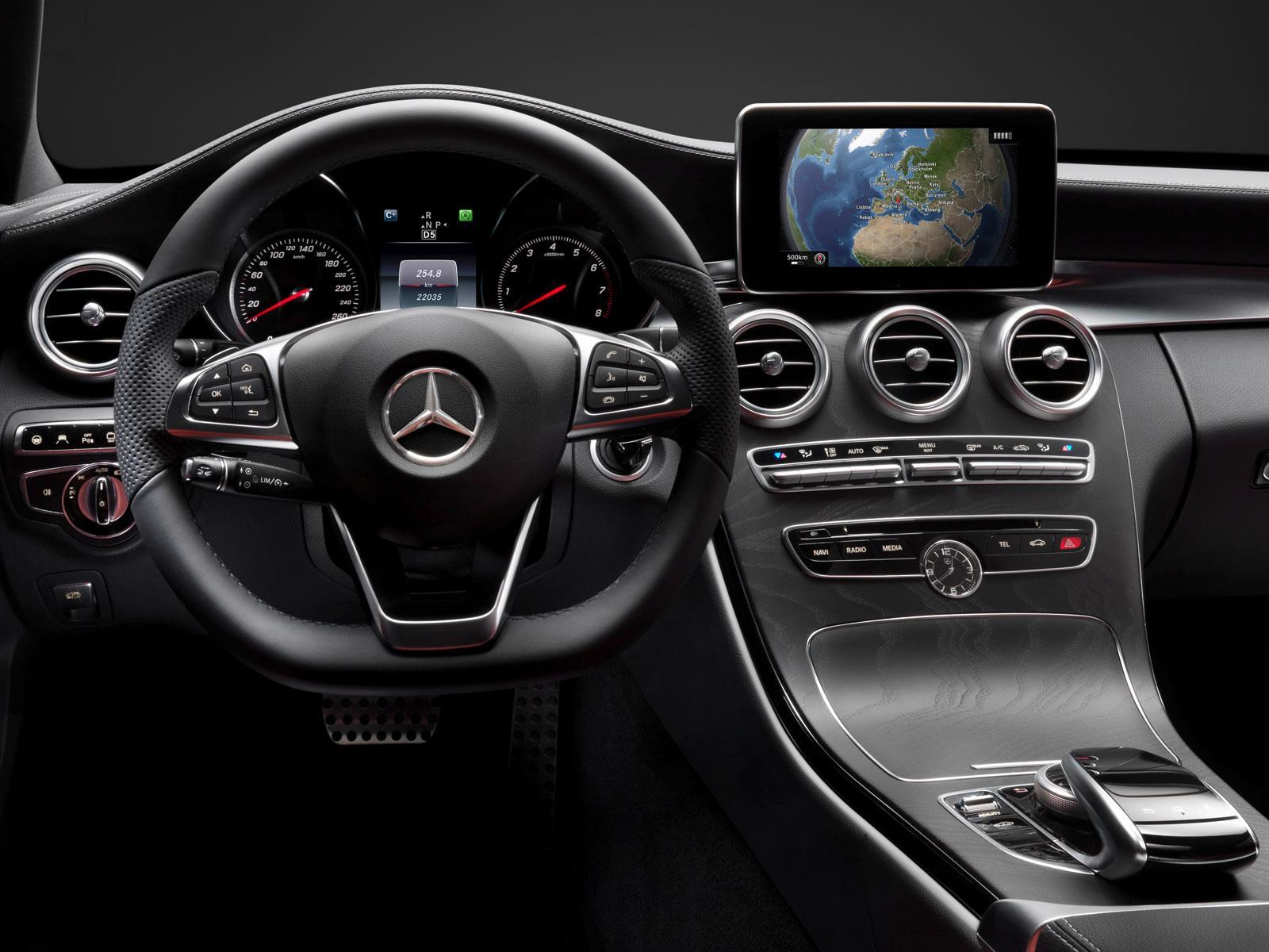 Mercedes benz clase c 2015 primeras im genes del interior for Interior mercedes clase c