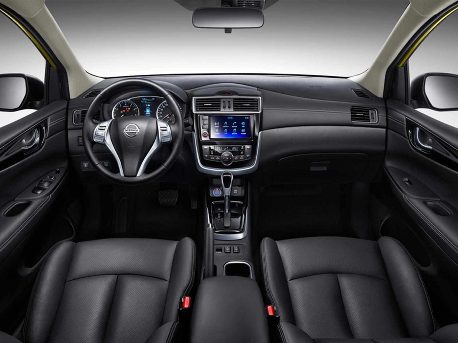 Nissan Tiida Hatchback se actualiza - Autocosmos.com