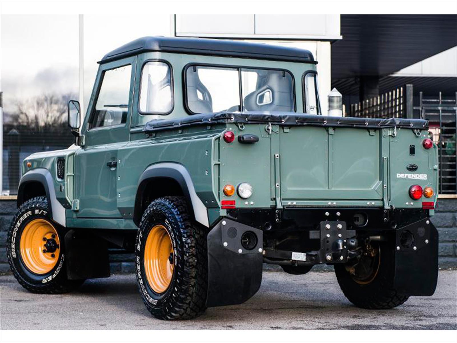 Land Rover Defender Pickup Por Kahn Design Debuta