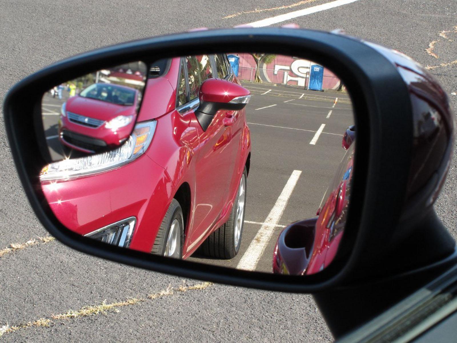 Un nuevo retrovisor elimina puntos ciegos sin deformar for Espejo para mirar bebe auto