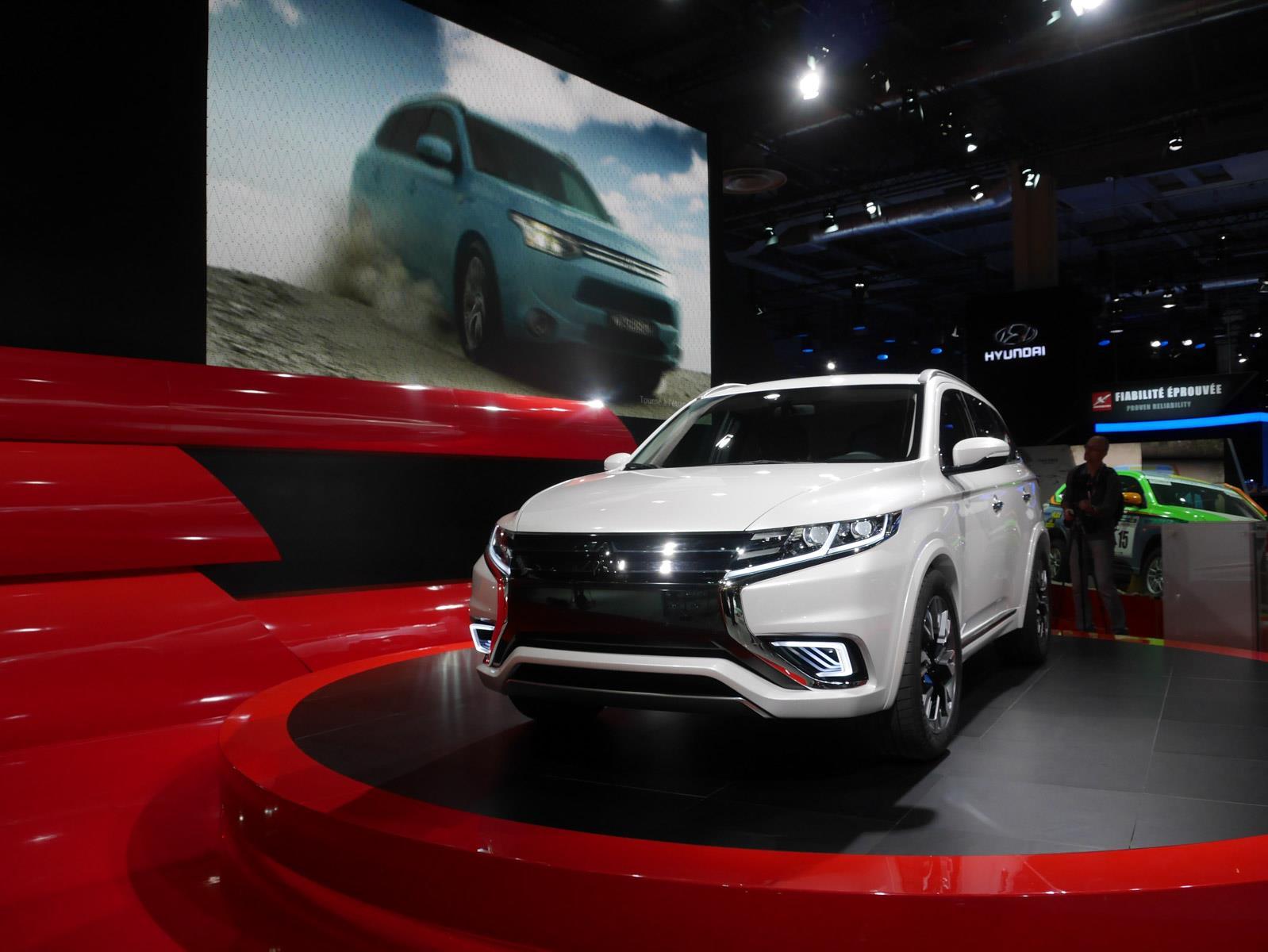 Salón de París 2014 - Mitsubishi Outlander PHEV Concept S, cargada