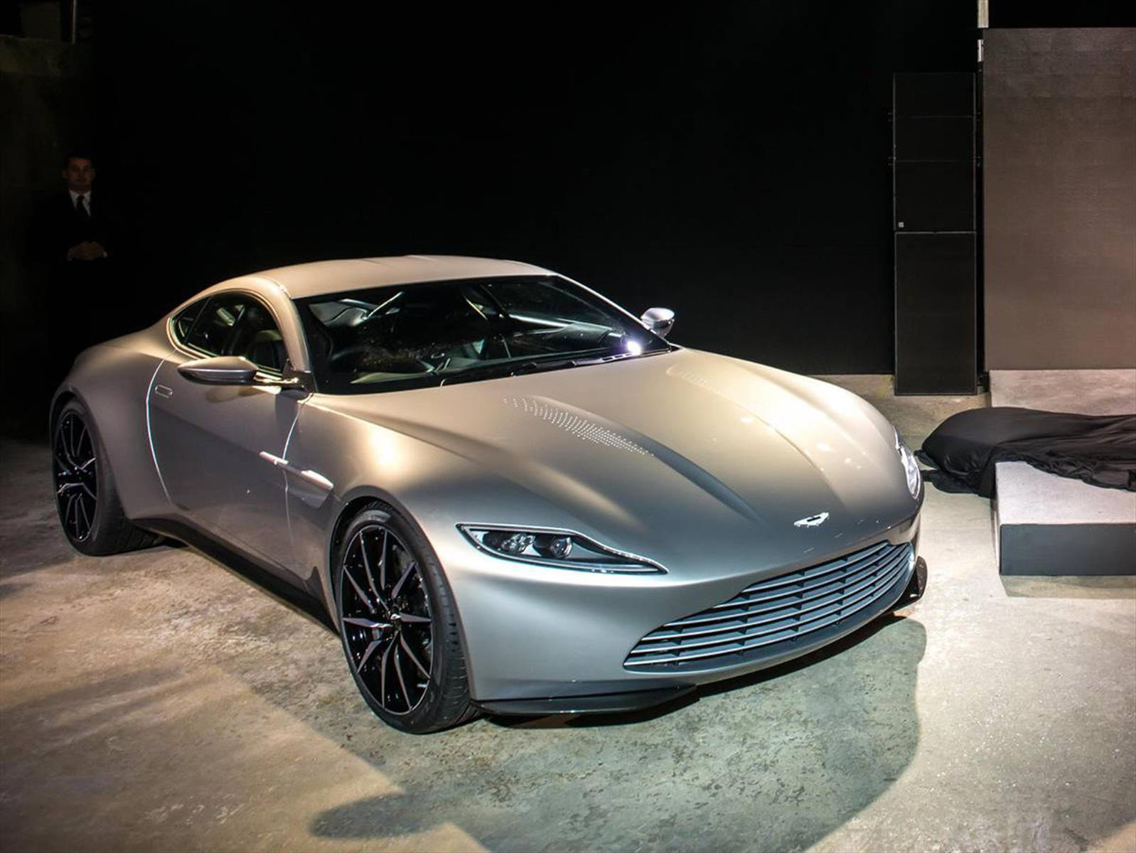 aston martin db10 es el nuevo auto de james bond. Black Bedroom Furniture Sets. Home Design Ideas