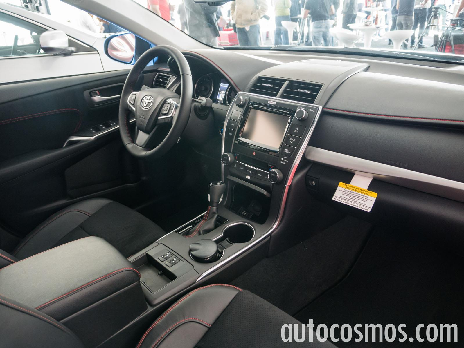 toyota camry 2015 a prueba. Black Bedroom Furniture Sets. Home Design Ideas