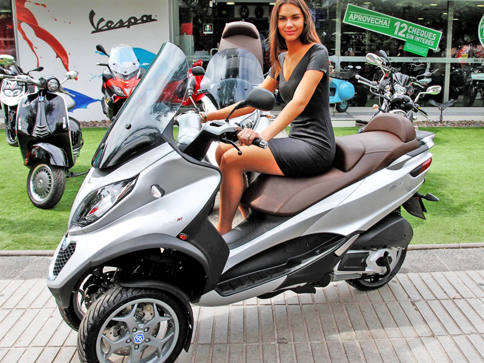 Piaggio Mp3 La Primera Scooter De Tres Ruedas Ya Est 225 En
