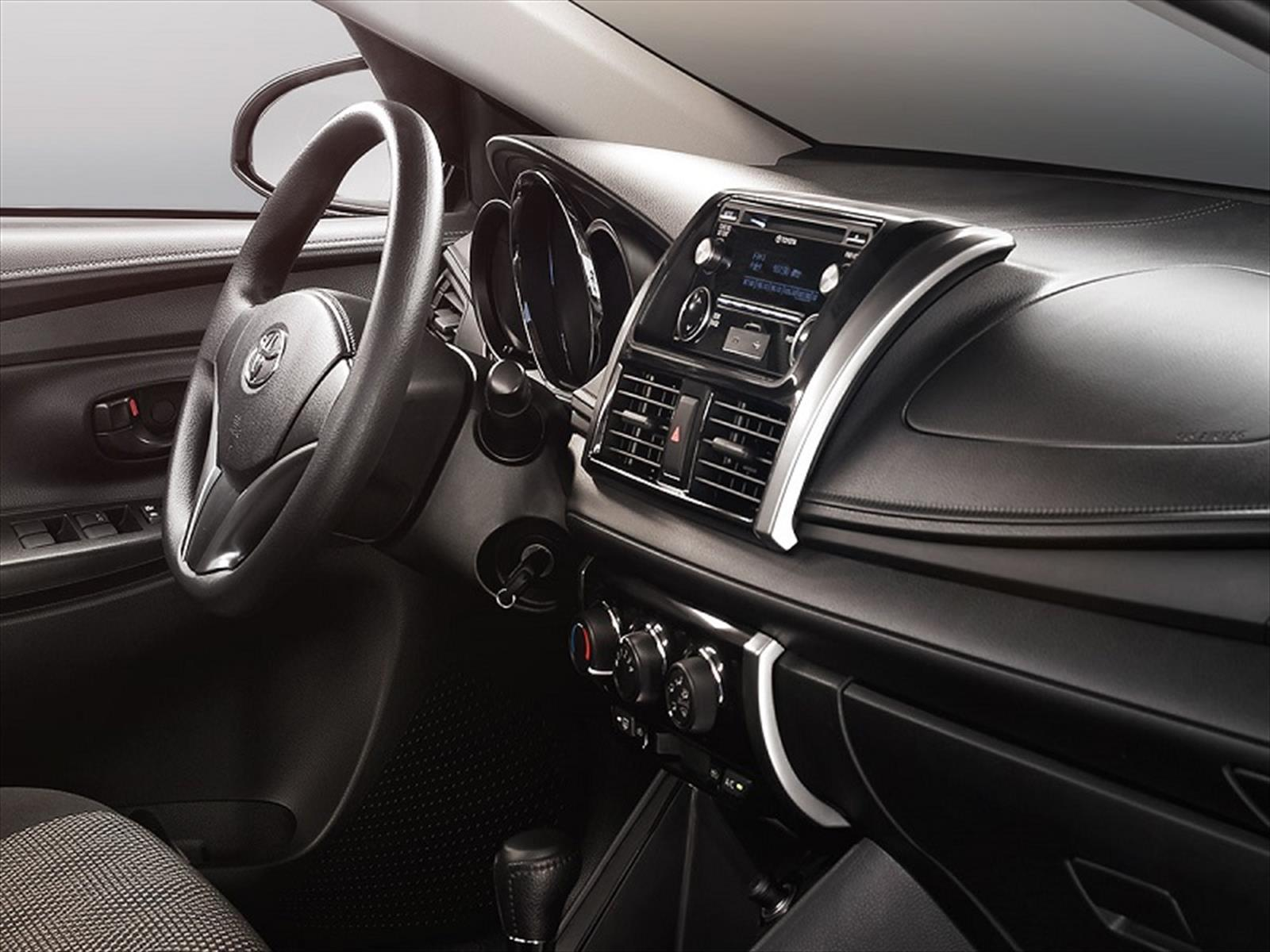Toyota Yaris 2017 Interior