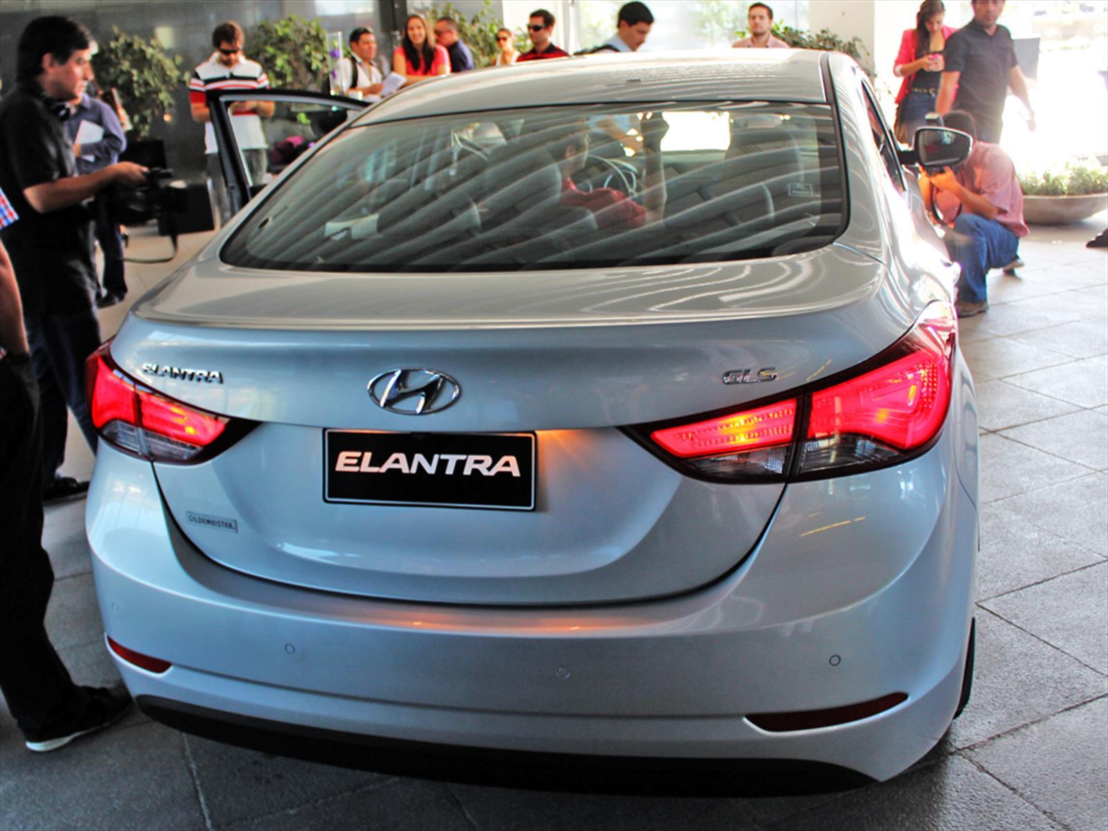 Lanzamiento Nuevo Elantra 2014 En Chile.html | Autos Weblog