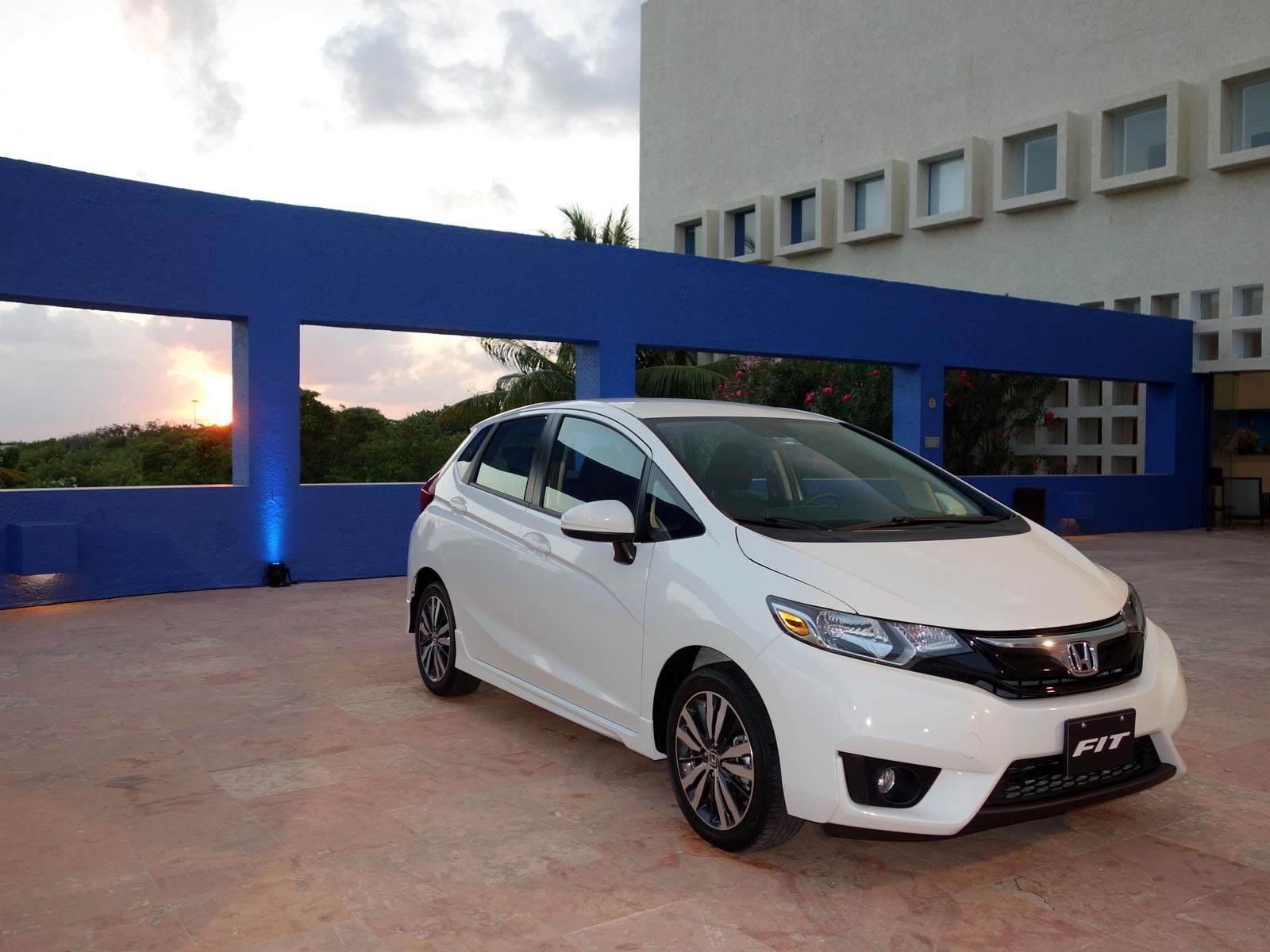 Honda fit 2015 a prueba for Honda fit 2017 precio
