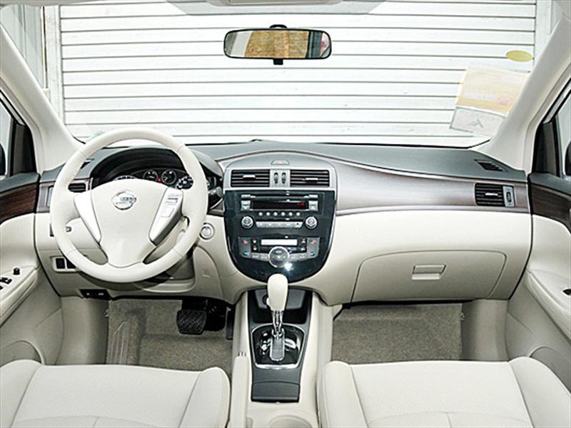 Nuevo Nissan Tiida 2012