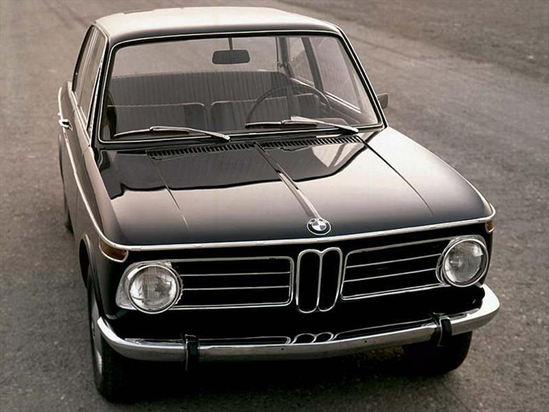 24. BMW 2002