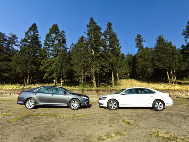 Volkswagen Nuevo Passat V6 2012 vs Toyota Camry XLE V6 2012