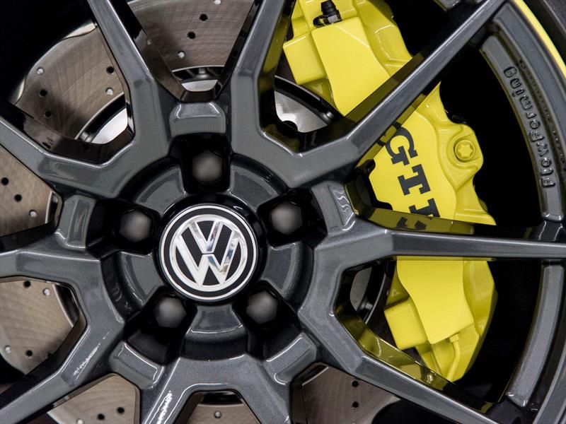 Volkswagen GTI Dark Shine