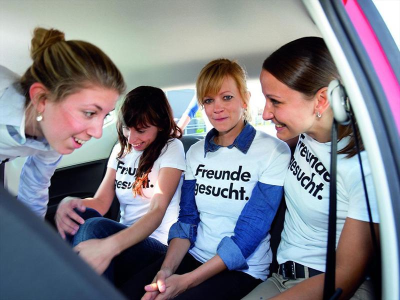 Galería 16 personas dentro de un Volkswagen Up!