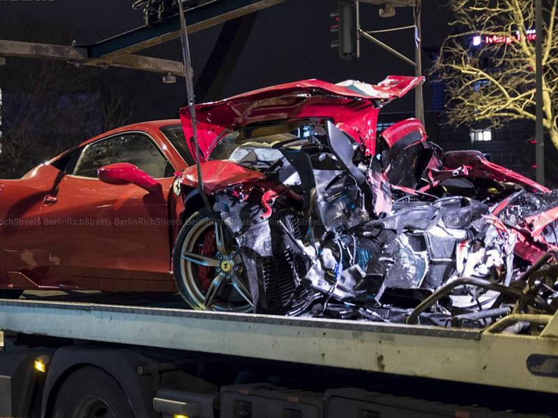 Ferrari 458 Speciale choca contra smart