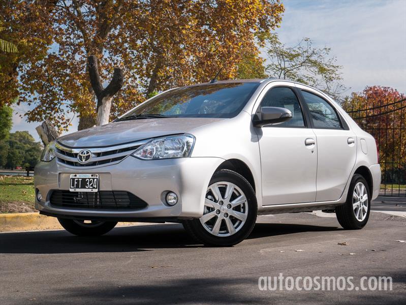Prueba al renovado Toyota Etios 2016