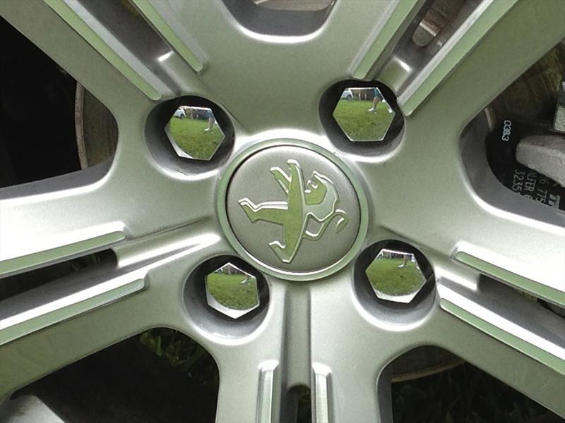 Peugeot 208 2014 llega a México