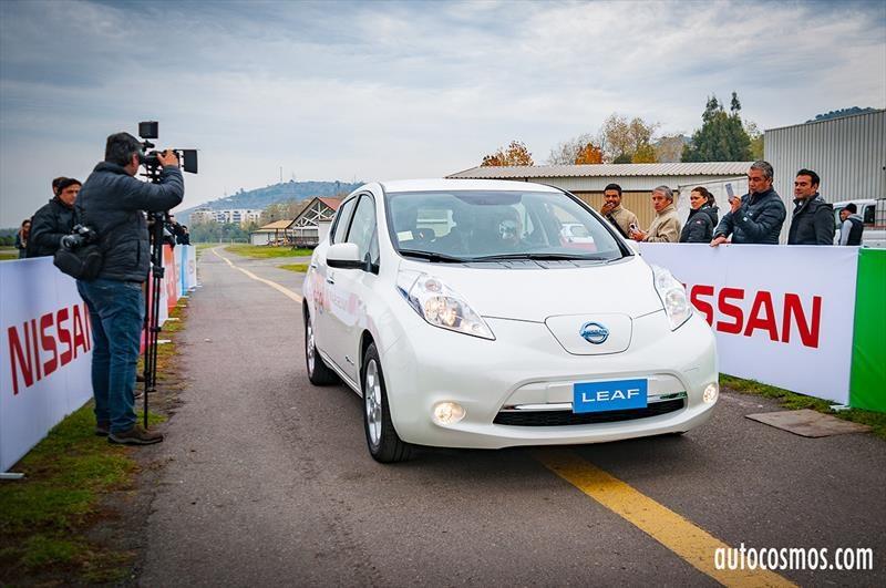Nissan Chile entrega flota de eléctricos a Enel