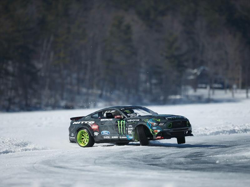 Ford Mustang RTR 2015 Monster Energy Nitto Tire