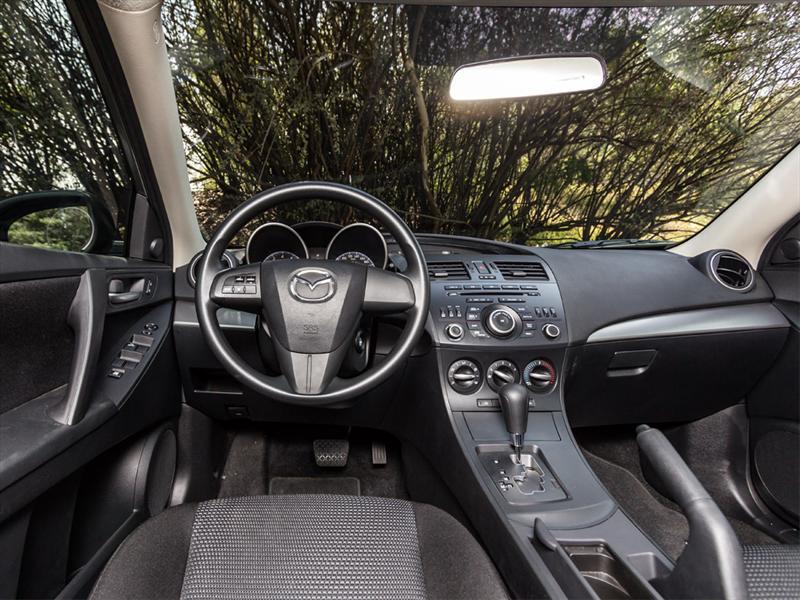 Mazda3 Sedán i Touring 2012