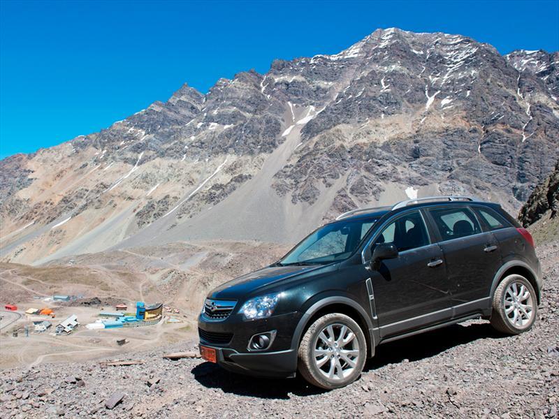 Opel Astra OPC, Astra Sedán y Antara en Chile