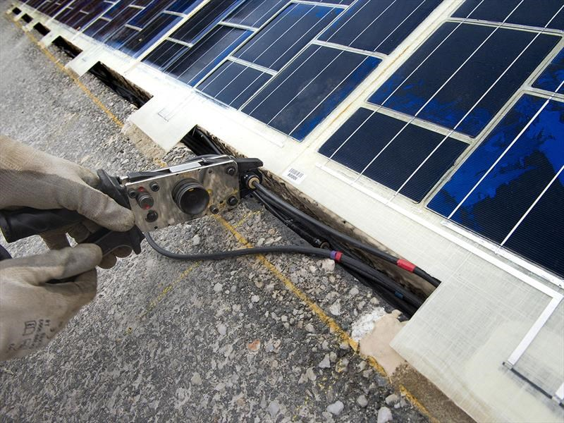 Paneles solares en las rutas