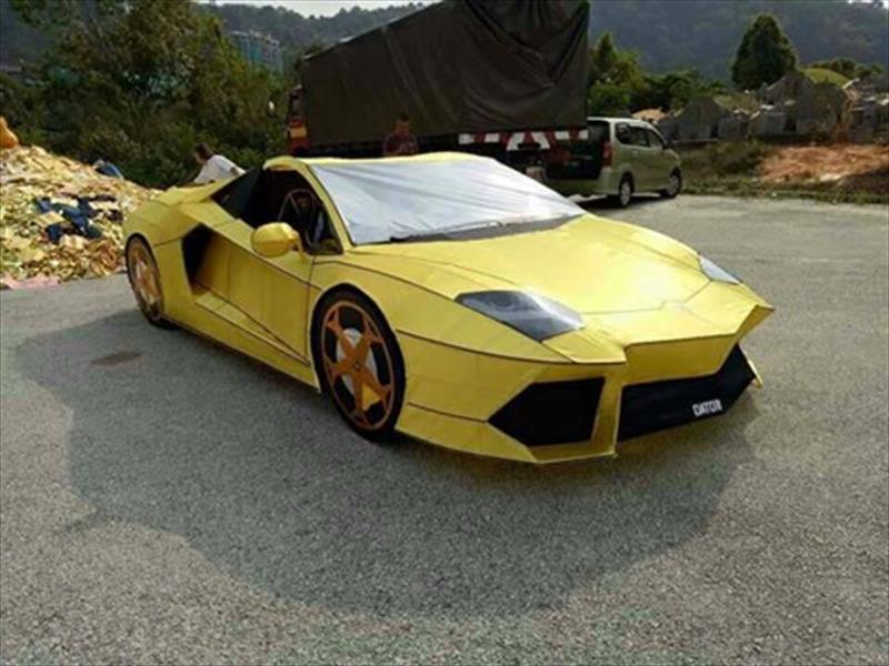 Lamborghini Aventador de papel