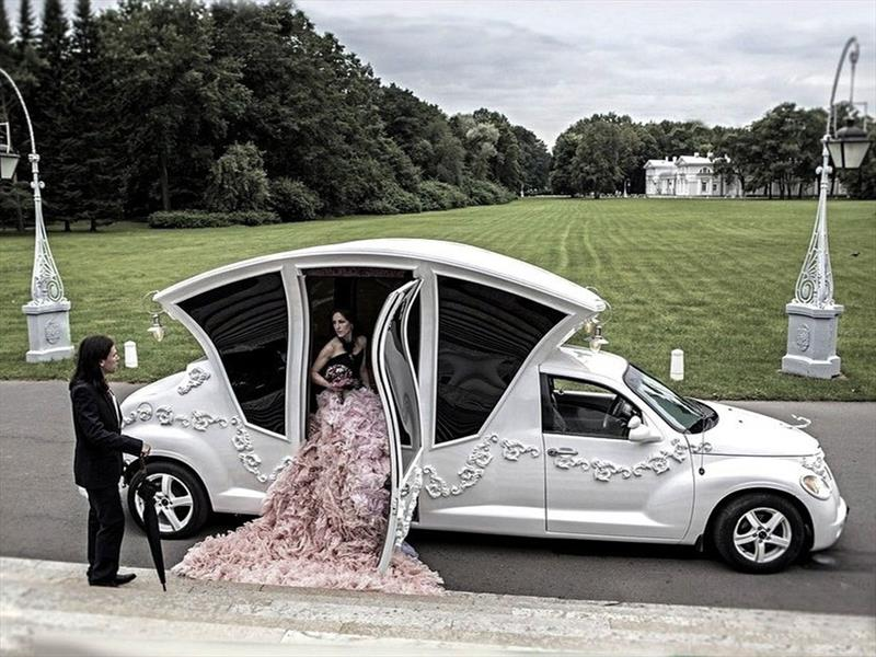 Chrysler PT Cruiser convertida en limusina