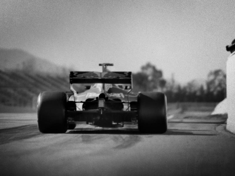 La F1 actual, con una cámara de 104 años