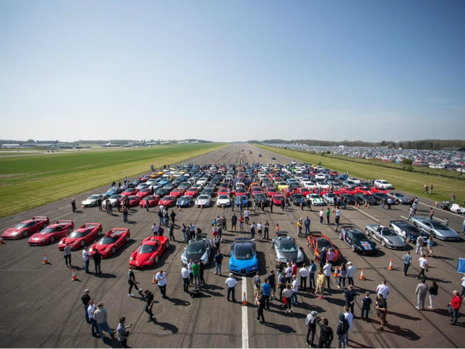 Reunión secreta de 200 super autos por una noble causa