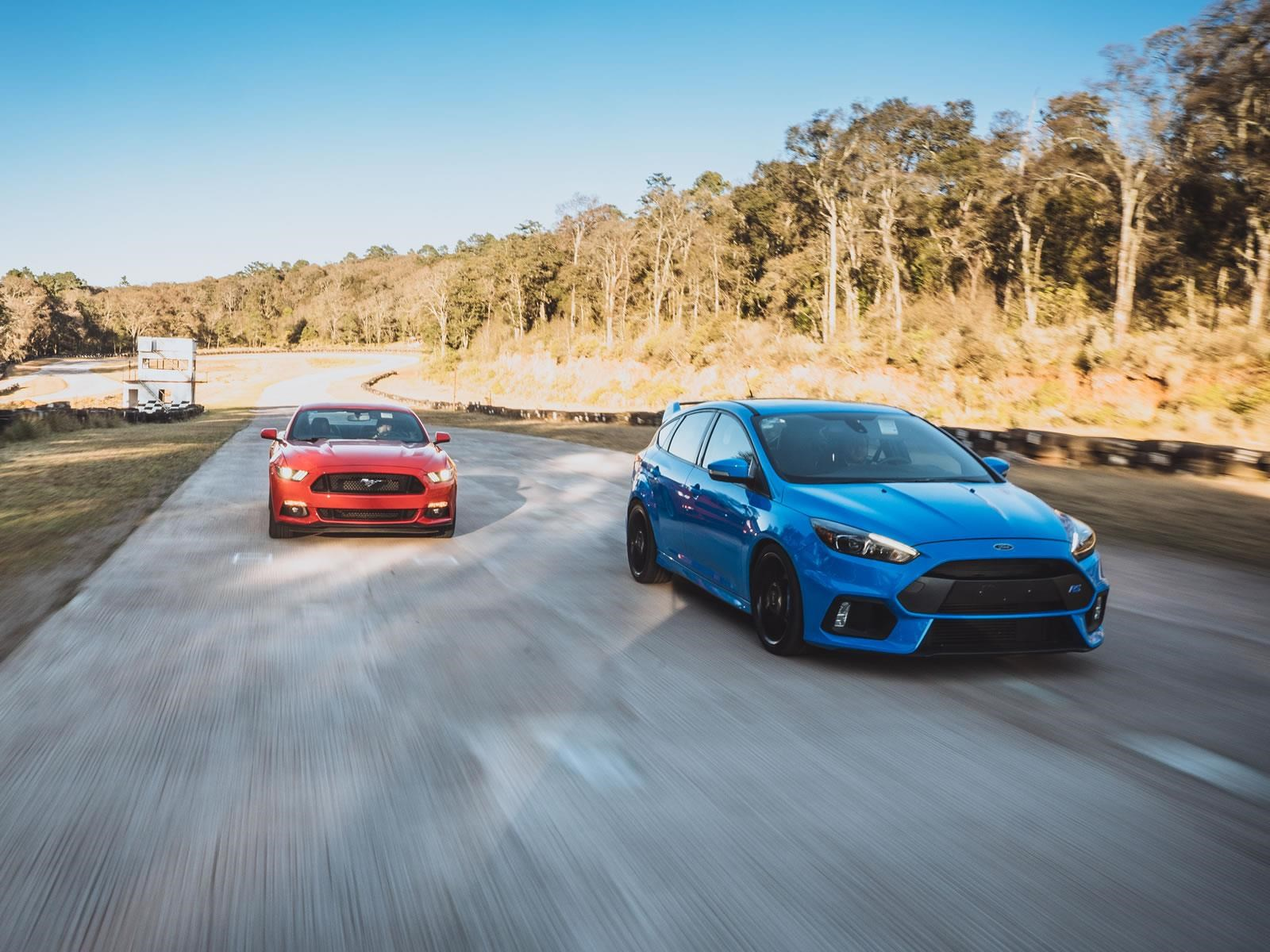 Ford Mustang GT vs Ford Focus RS