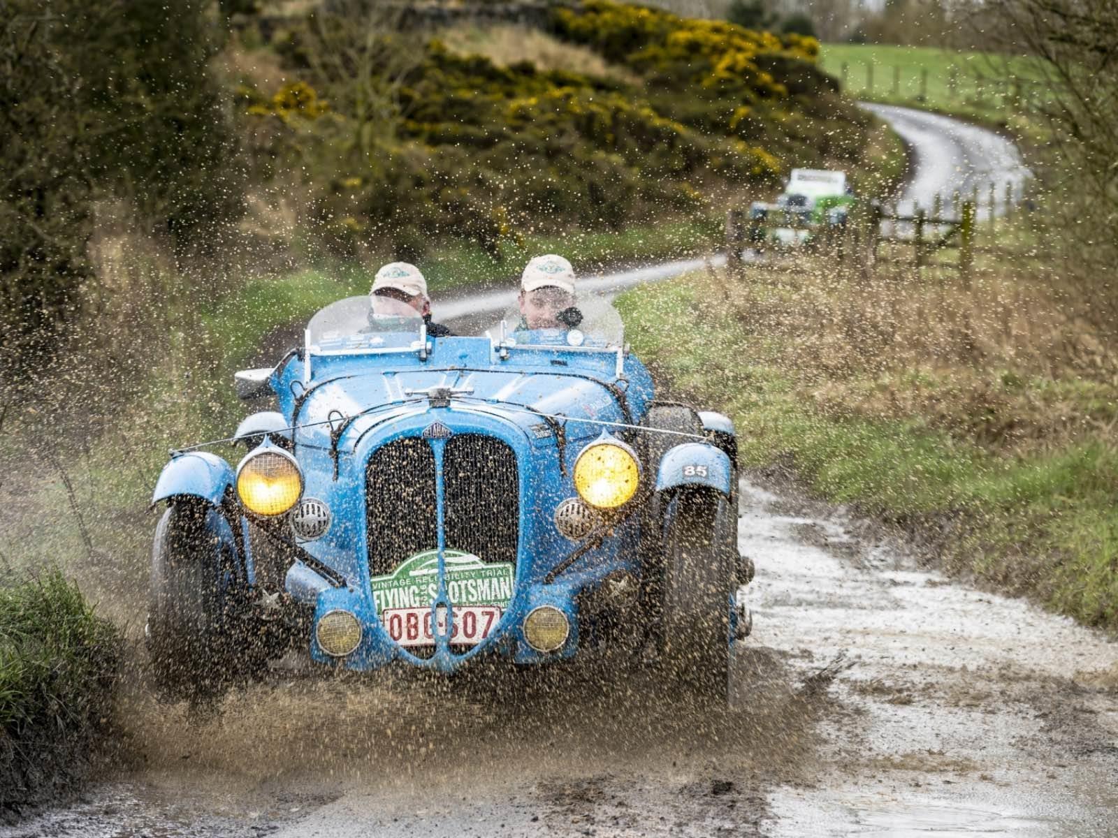 Se inicia la gran carrera de los autos clásicos del mundo