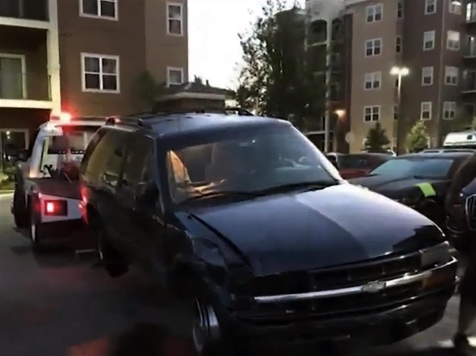 Video: Estacionar una Chevrolet Blazer puede ser complicado, si estás ebrio