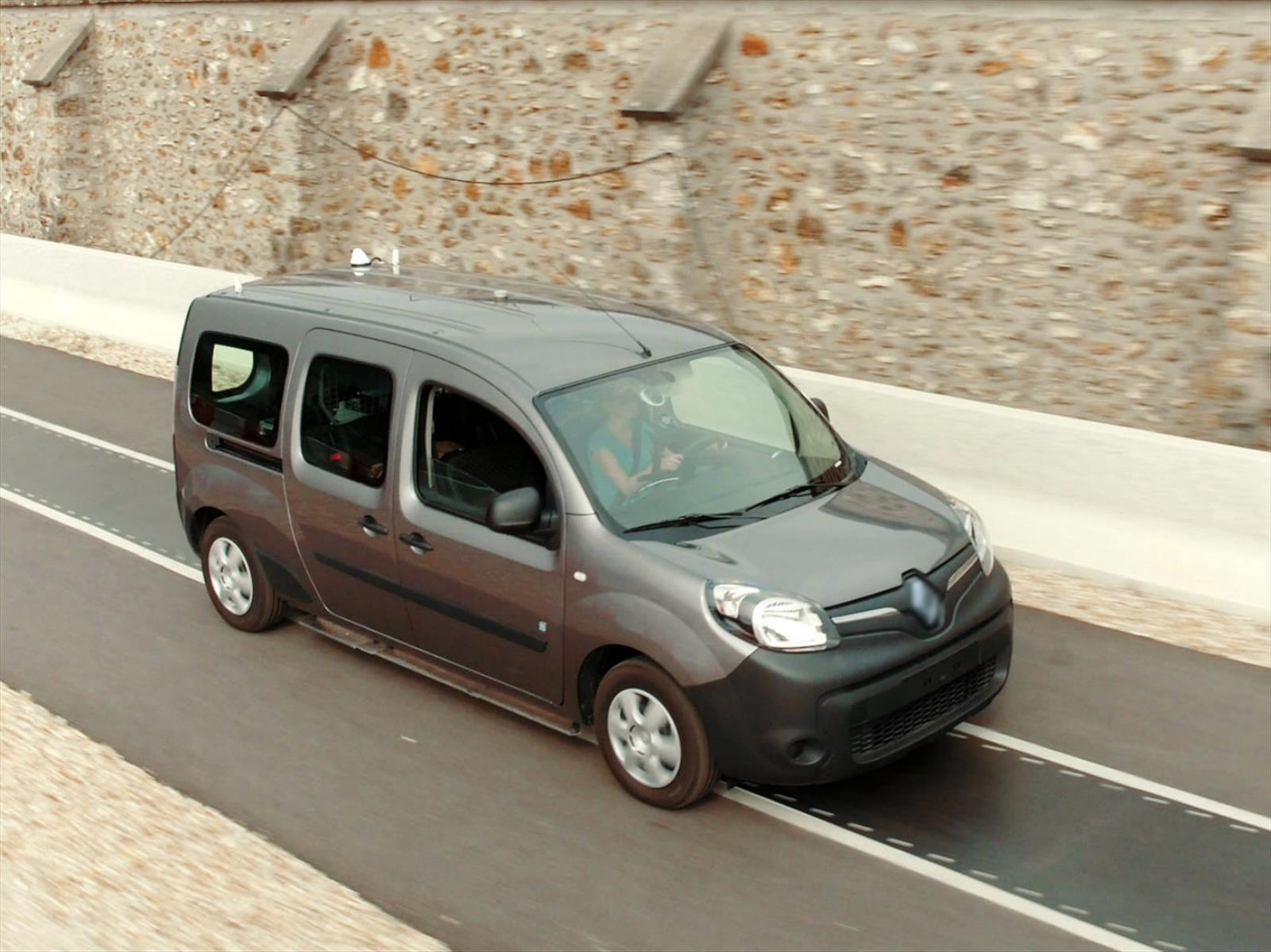 Renault crea una vía de carga eléctrica automática