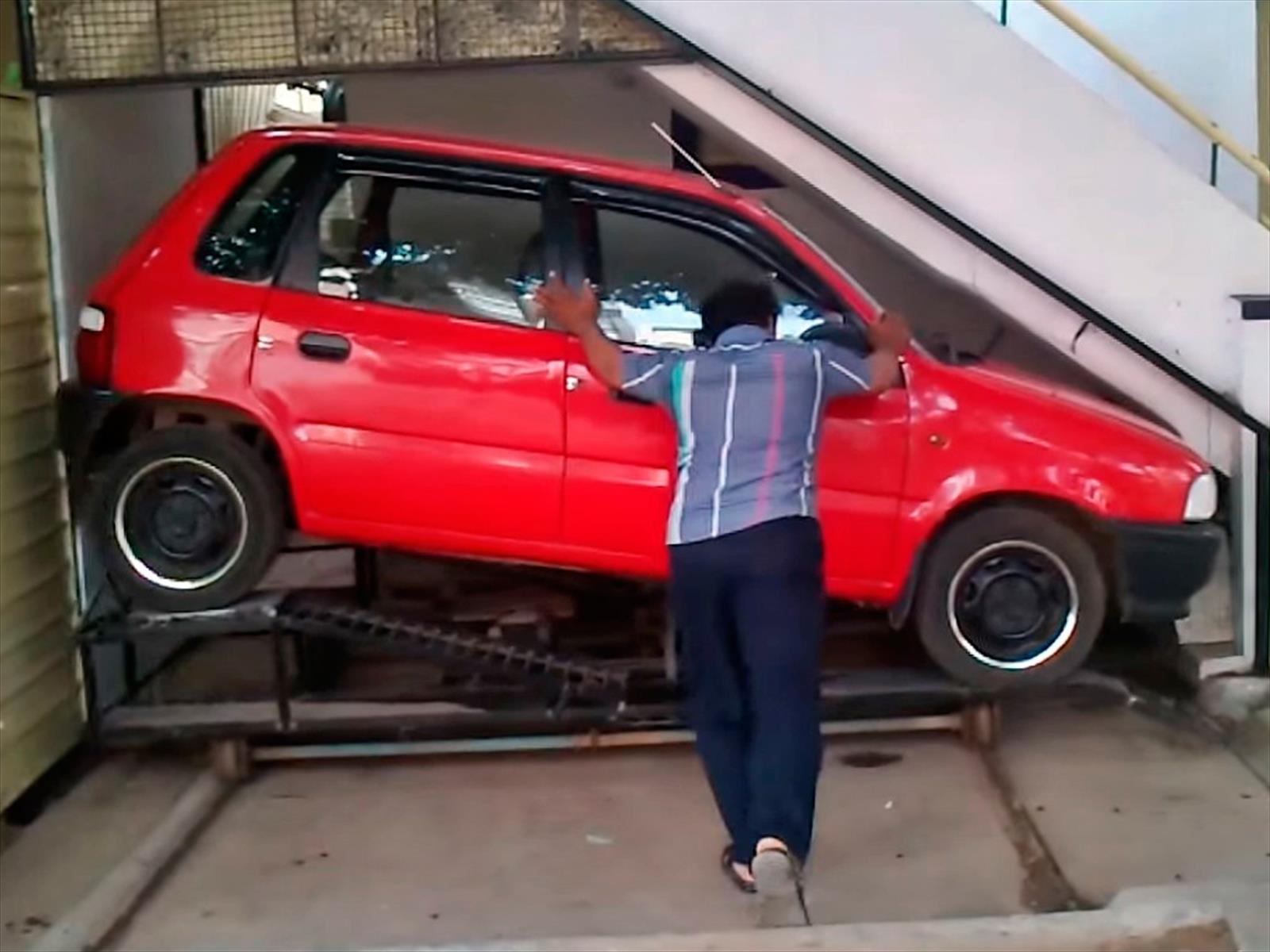 Video: La escalera es su garage