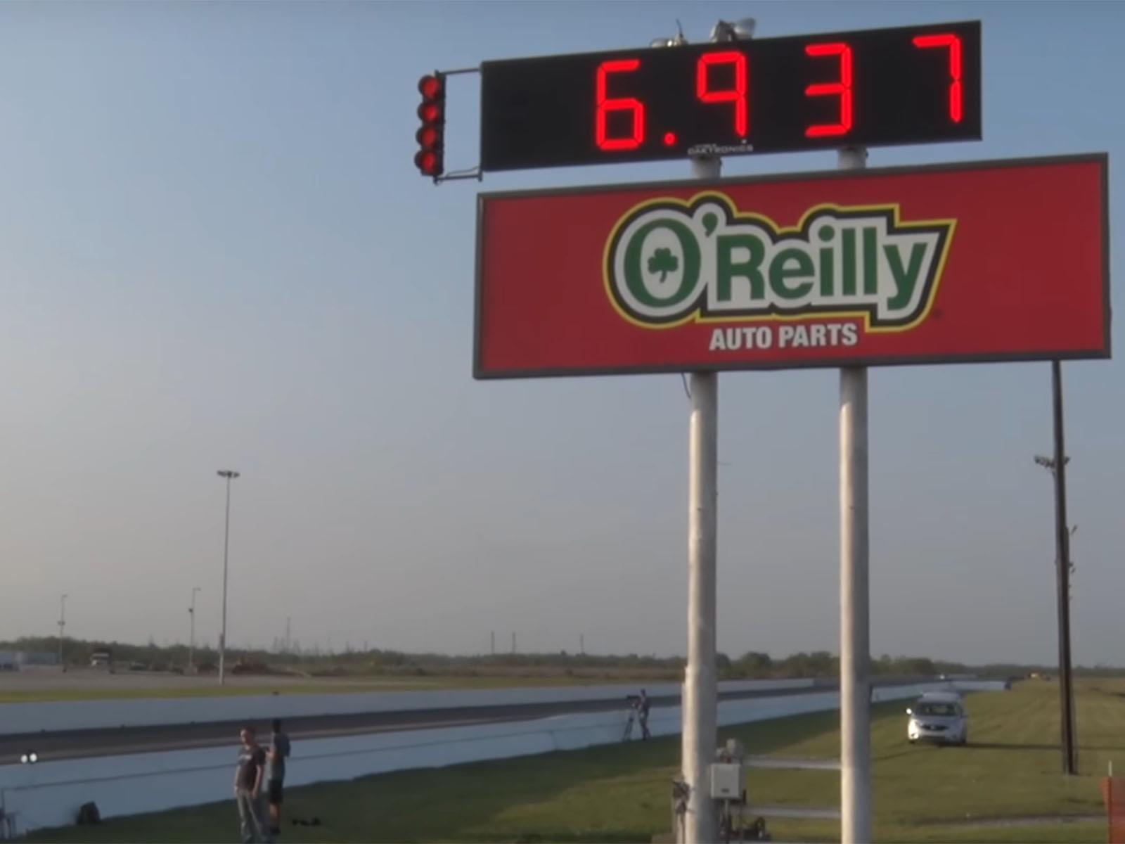 Nissan GT-R hace el 1/4 milla menos de 7 segundos