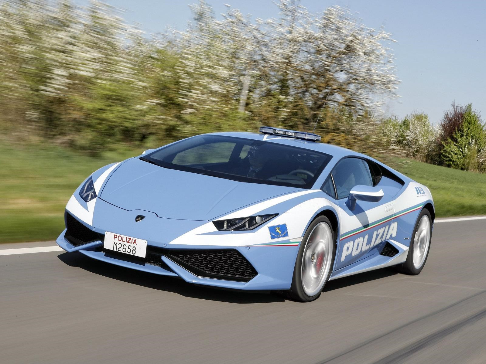 Italia, a lo Need For Speed con el Lamborghini Huracán Polizia