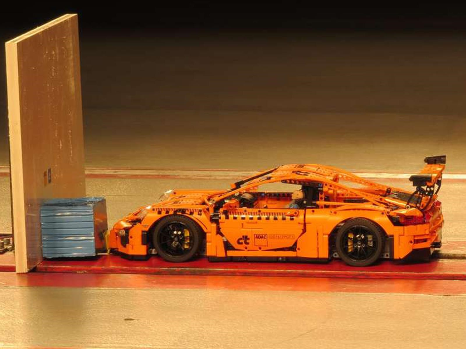 Porsche GT3 RS de LEGO es sometido a pruebas de choque