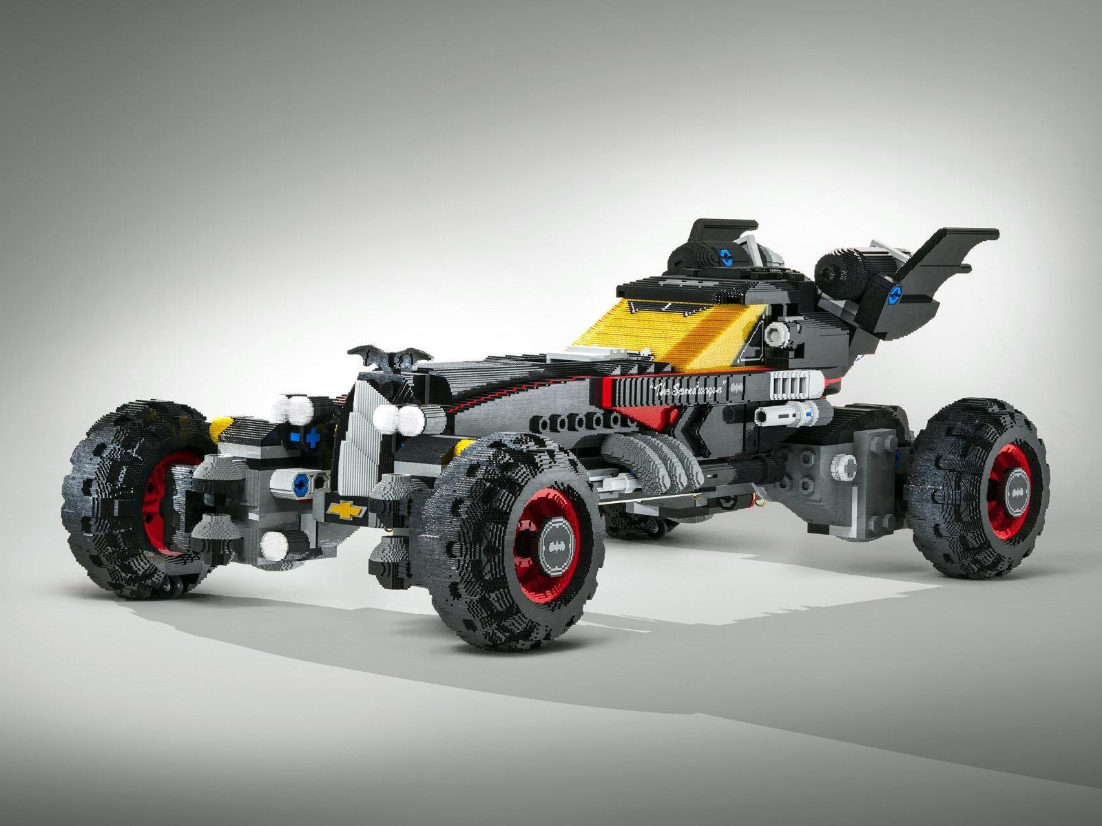 Estudiantes y Chevrolet crean  Batimóvil de Lego a escala real