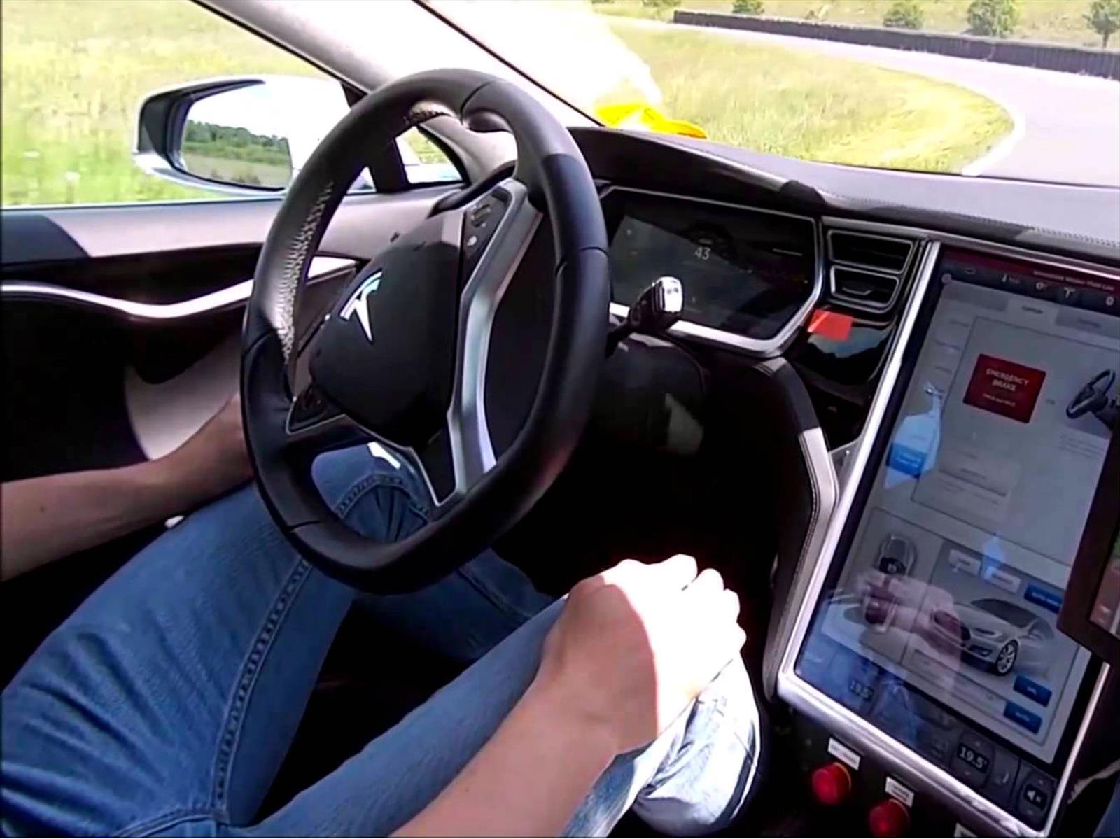 ¡Peligro! El sistema semi-autónomo de Tesla cobra la vida de un conductor