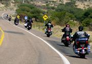 Señales con las manos en moto