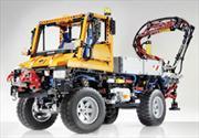 Mercedes-Benz celebra 60 años del Unimog 400 con Lego