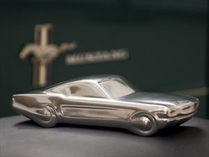 Una escultura de Ford Mustang para festejar sus 50 años