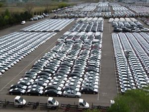 Colombia firma convenio con Argentina para el comercio de vehículos