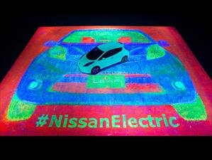 Nissan consigue el Récord Guinnesss de la pintura fluorescente más monumental