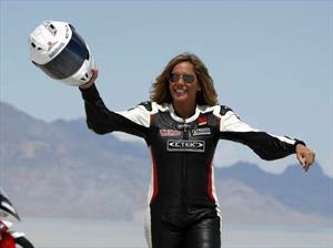 Valerie Thompson establece récord de velocidad en una motocicleta