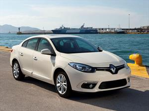 Renault Fluence 2015 estrena renovada cara