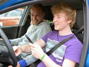 Los jóvenes cada día compran más autos por Internet