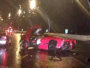 Ferrari LaFerrari queda destruido en China