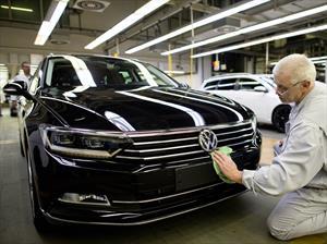Volkswagen reanuda producción en seis plantas tras acuerdo con proveedores
